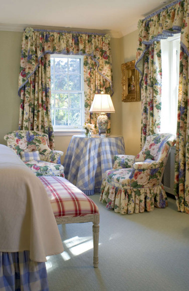 meadowbank-interior-design-floral-bedroom