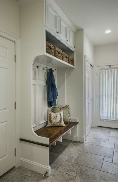 mudroom-bench-white-wood