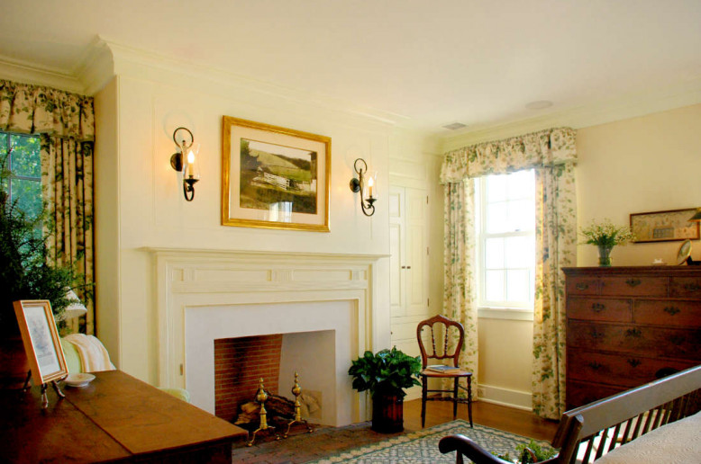unionville-farmhouse-fireplace